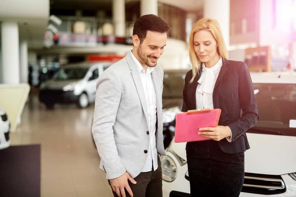 Agent with client discussing car insurance
